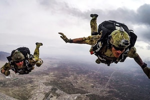 320th STS conducts military free fall with Thai partners