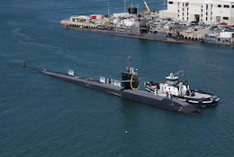 PEARL HARBOR, Hawaii (April 6, 2018) The Los Angeles-class fast-attack submarine USS Bremerton (SSN 698) returns to Joint Base Pearl Harbor-Hickam following a six-month Western Pacific deployment, April 6. (U.S. Navy photo by Mass Communication Specialist 1st Class Daniel Hinton/ Released)
