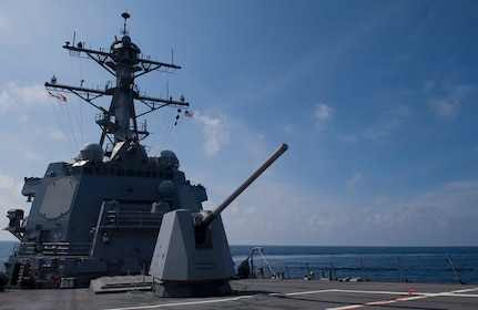 USS Michael Murphy Hosts Micronesian Officials