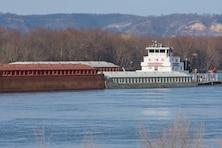 First tow of 2018 navigation season sets to break Lake Pepin ice