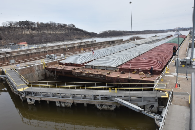 Motor Vessel Michael Poindexter locks through Lock and Dam 2
