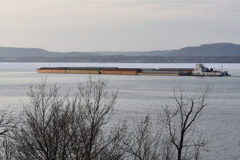 First tow of 2018 pushes through Lake Pepin