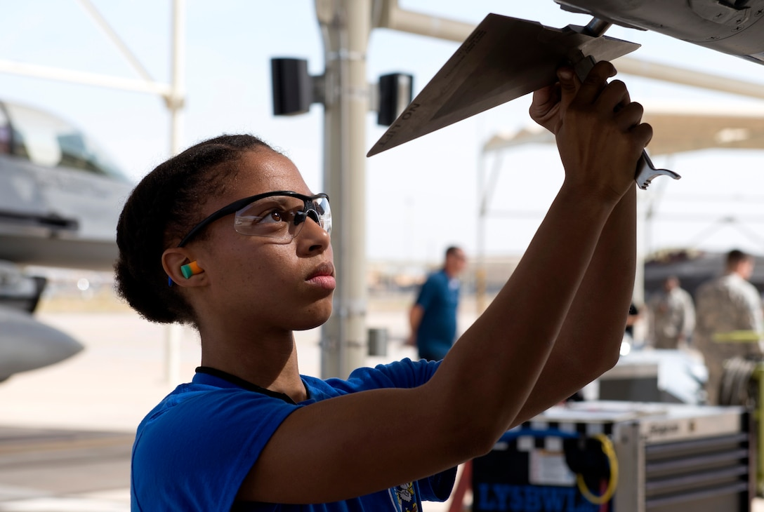 Airman 1st Class Makiah Green, 309th Aircraft Maintenance Unit weapons load crew member, attaches guidance fins onto an inert air-to-air missile during the 2018 1st Quarter Load Crew Competition at Luke Air Force Base, Ariz., April 6. Green and other members of her three-person team divided responsibilities and used high-stress communication techniques to load an aircraft with weapons as quickly and as safely as they could. (U.S. Air Force photo by Senior Airman Ridge Shan)