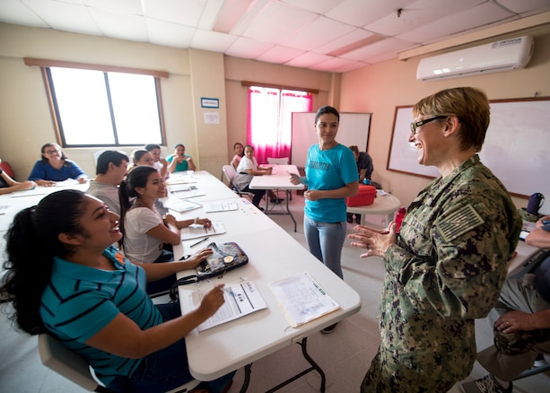 A Navy officer teaches a  Basic Life Support class to Guatemalan medical personnel.