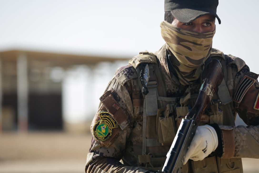 Iraqi soldier assigned to 7th Iraqi army division participates in assault movement training at Al Asad Air Base, Iraq, January 13, 2017, as part of Combined Joint Task Force–Operation Inherent Resolve (U.S. Army/Lisa Soy)