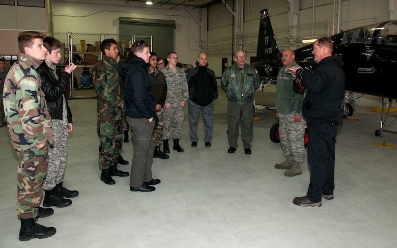 CAP cadets visit the 192nd Fighter Wing