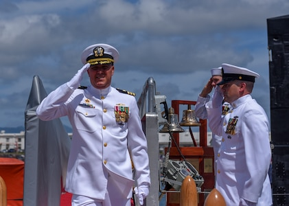Cmdr. Jacob A. Foret is piped ashore following the Los Angeles-class fast-attack submarine USS Santa Fe (SSN 763) change of command ceremony on the submarine piers in Joint Base Pearl Harbor-Hickam, April 13.