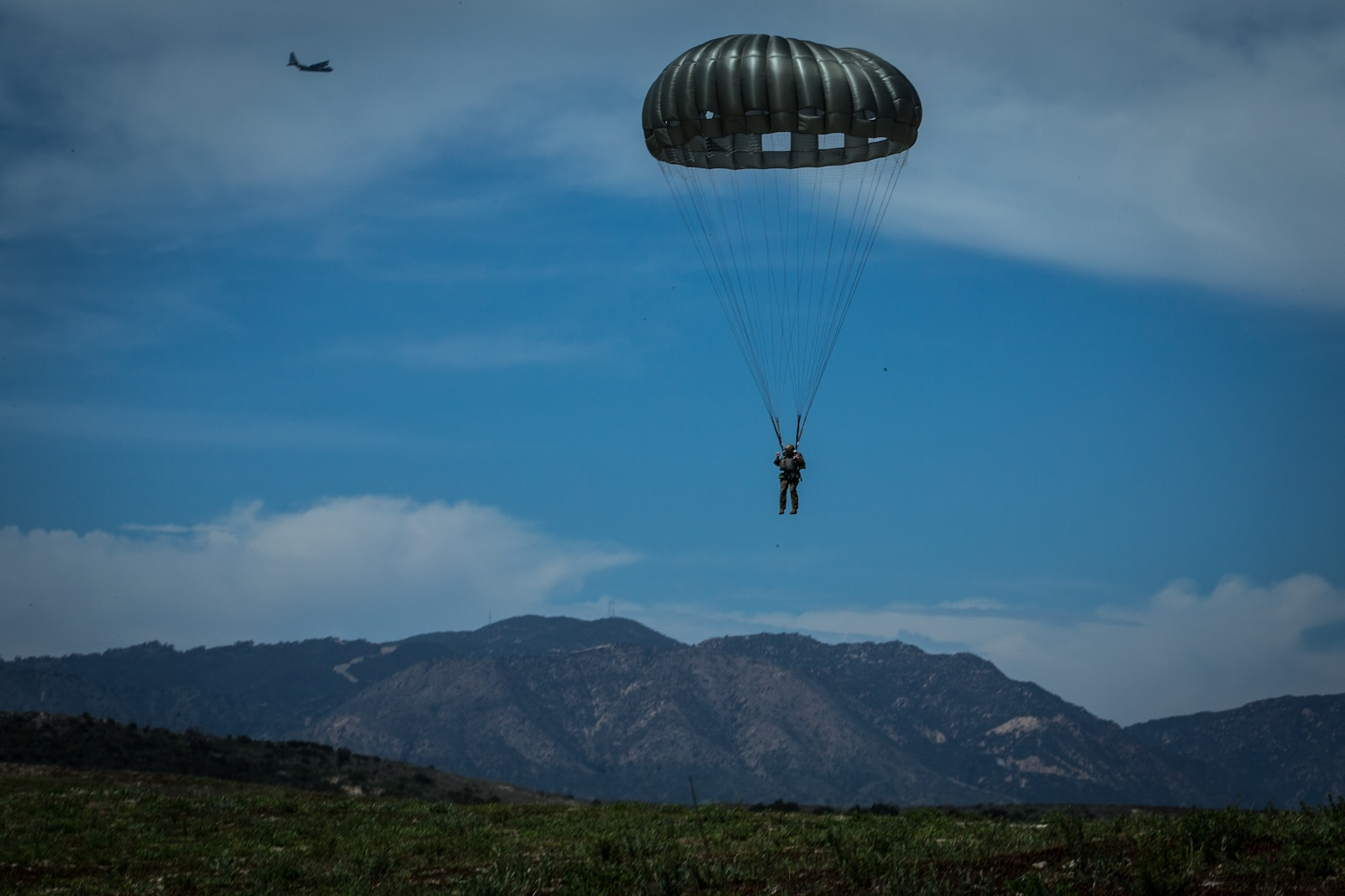 A U.S. Marine with 1st Force Reconnaissance Battalion, 1st Marine Division, descends during Military Free-Fall and Static-Line parachute operations at Marine Corps Base Camp Pendleton, Calif., April 5, 2018.