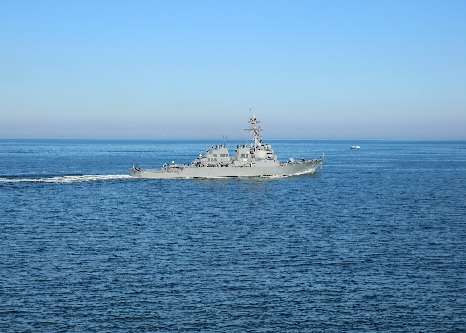 170220-N-OH262-328  NORFOLK (Feb. 20, 2017) The guided-missile destroyer USS Mitscher (DDG 57) transits the Atlantic Ocean. (U.S. Navy photo by Bill Mesta/Released)