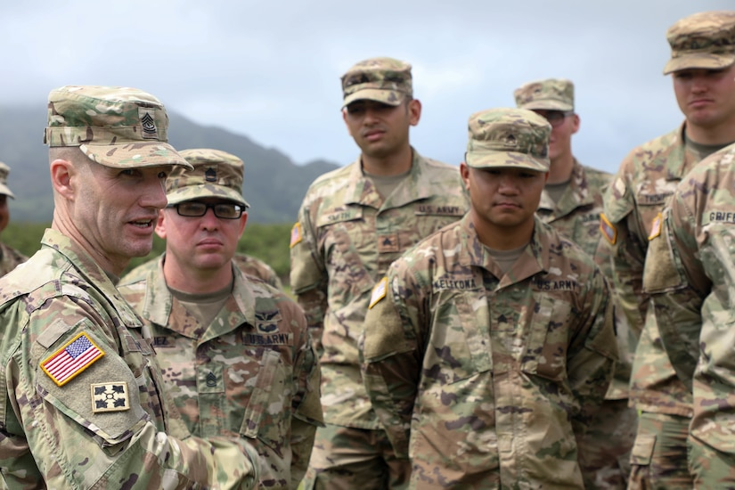 Sergeant Major of the Army meets with soldiers in Hawaii.
