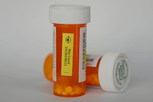 A photo of two prescription drug vials.