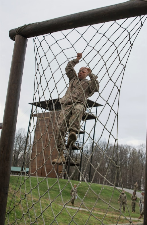 Sgt. 1st Class Eric Ojeda, from the 94th Training Division, maneuvers through a rope climb in the obstacle course portion of the 80th Training Command's 2018 Best Warrior Competition at Fort Knox, Kentucky, April 14, 2018. (U.S. Army Reserve photo by Maj. Addie Leonhardt, 80th Training Command)