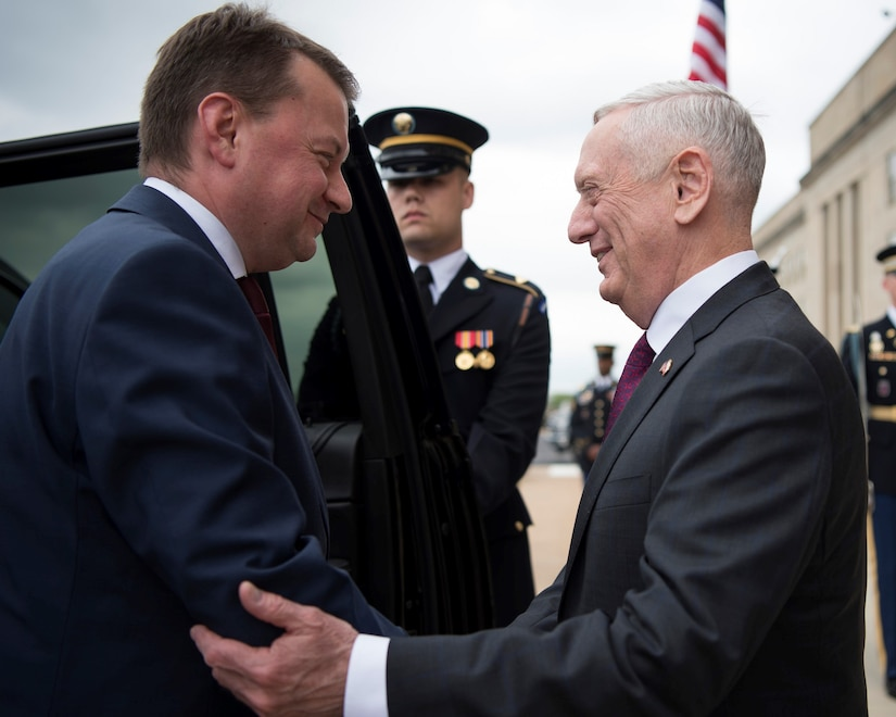 Defense Secretary James N. Mattis, right, welcomes Polish Defense Minister Mariusz Blaszczak to the Pentagon, April 27, 2018. DoD photo by Navy Petty Officer 1st Class Kathryn E. Holm