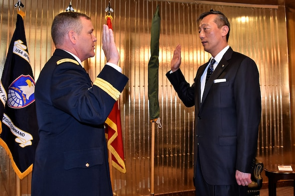 "PETERSON AIR FORCE BASE, Colo. - Lt. Gen. James H. Dickinson, commanding general, U.S. Army Space and Missile Defense Command/Army Forces Strategic Command, administers the oath of office to Tse-Horng ""Richard"" Yu, the USASMDC/ARSTRAT Future Warfare Center's new director for Capability Development Integration Directorate, during his appointment ceremony to Senior Executive Service April 19 at the Club at Peterson Air Force Base, Colorado. Yu is the first SES assigned to Colorado Springs. (Courtesy photo)"