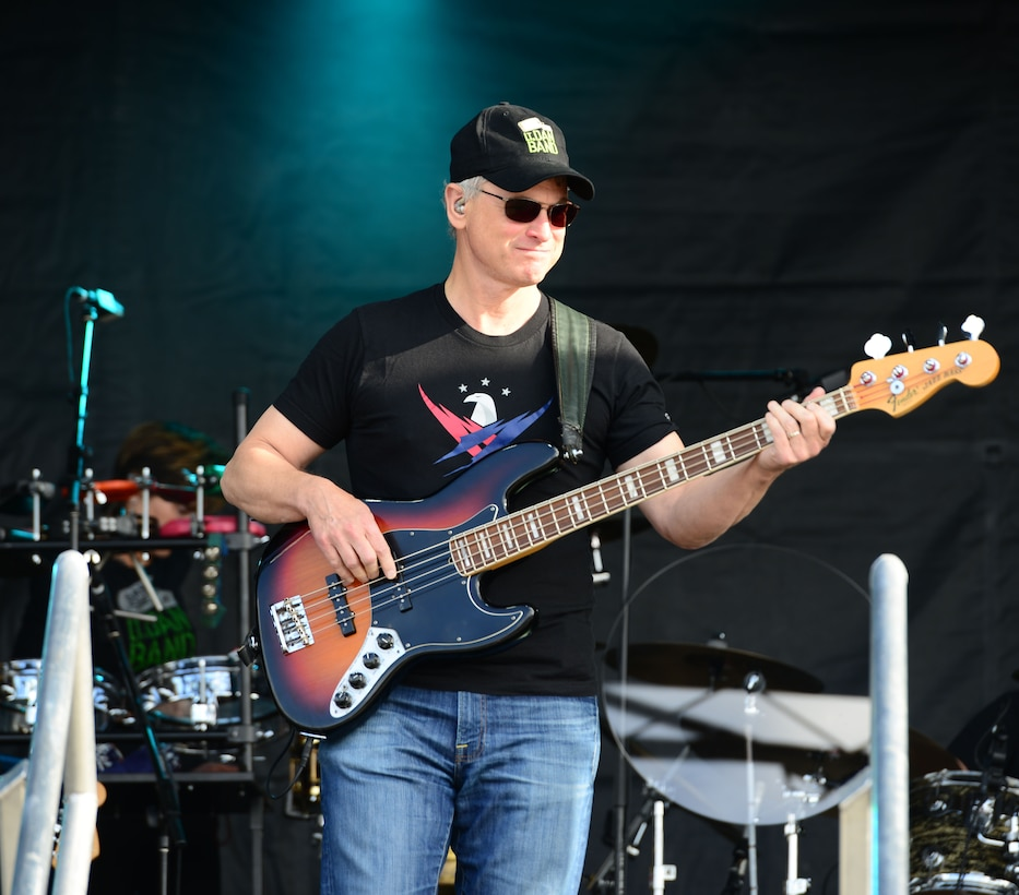 Gary Sinise, Lt. Dan Band rock Team Beale