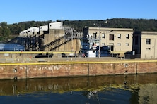 Temporary fix of severely cracked middle wall at Montgomery Lock and Dam planned for later this year