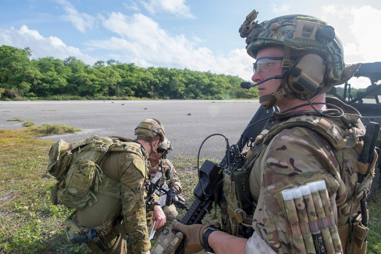 EODMU 5, Australian forces train together on Guam