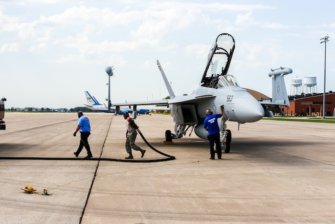 Members of the 375th Operations Support Squadron hot-pit refuel a Navy EA-18G Growler electronic attack aircraft on Scott Air Force Base, Aug. 3, 2018.