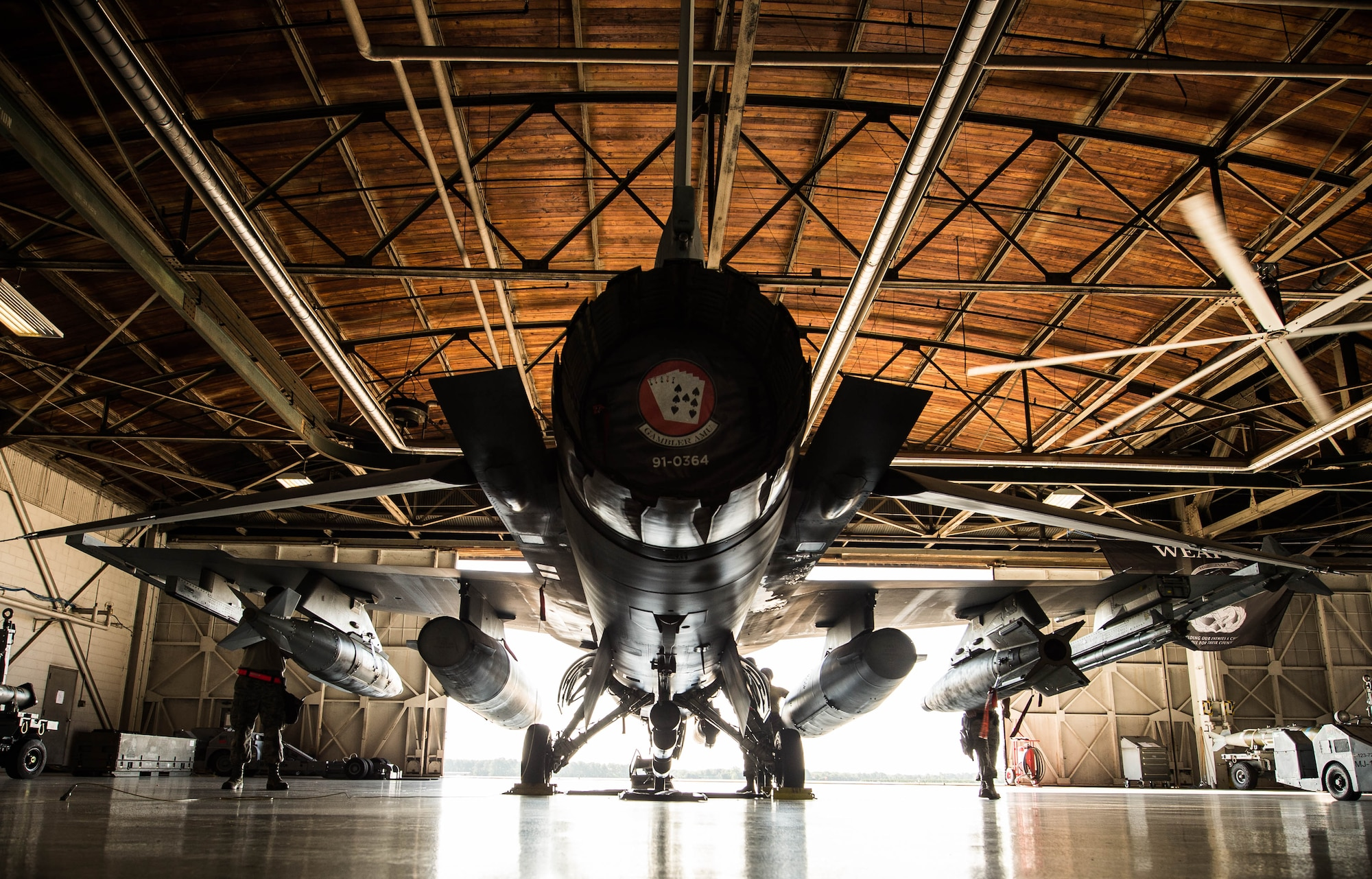 U.S. Airmen assigned to the 77th Aircraft Maintenance Squadron work on an F-16CM Fighting Falcon in the 20th Maintenance Group (MXG) weapons standardization hangar at Shaw Air Force Base, S.C., Aug. 9, 2018.