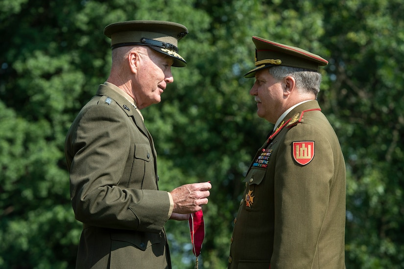 Marine Corps Gen. Joe Dunford Jr gives an award to Lithuanian armed forces chief Lt. Gen. Jonas Vytautas Zukas.