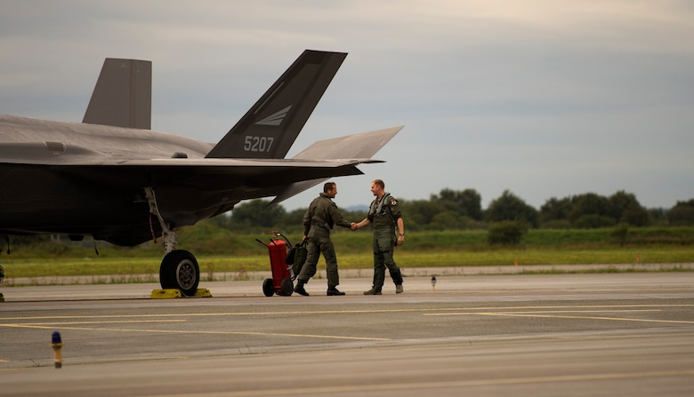 F-22s train with Royal Norwegian air force