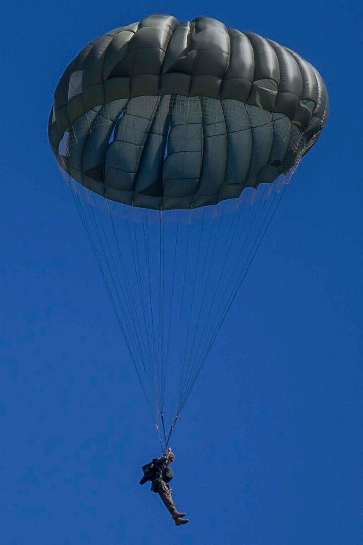 Landing Support Company Executes Paraloft Training Operations on Le Shima