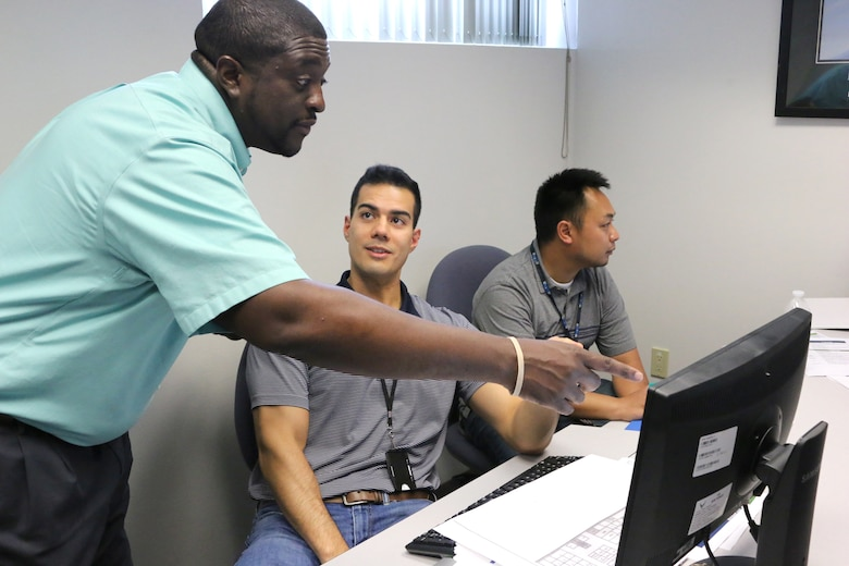 Julius Lockett, a systems engineer in the Engine Test Facility, left, answers a question from engineer Aaron Smith during a recent Ground Test University class. Also pictured is engineer Hakita Khampakasy. The purpose of GTU is to provide younger members of the AEDC workforce and their more-tenured counterparts in new positions with knowledge and information to help them more effectively complete job tasks. (U.S. Air Force photo/Bradley Hicks)
