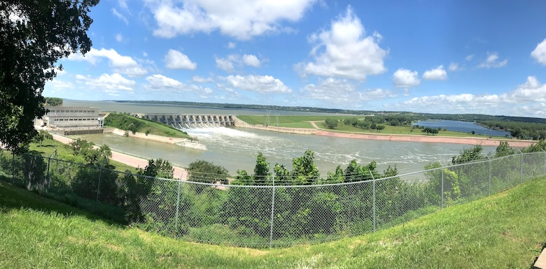 Lewis & Clark Lake and Gavins Point Dam are nestled in the golden, chalkstone-lined valley of the Missouri River growing into one of the most popular recreation spots in the Great Plains.