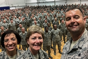 910th Airlift Wing Command Chief Master Sgt. Bob Potts takes a selfie with Lt. Gen. Maryanne Miller (center), commander of the Air Force Reserve Command, AFRC Command Chief Master Sgt. Ericka Kelly (left), and Youngstown Air Reserve Station's Reserve Citizen Airmen at a Commander's Call in YARS's fitness center during the 2017 August Unit Training Assembly.