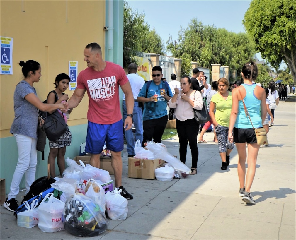 SMC Volunteers at Feed LA