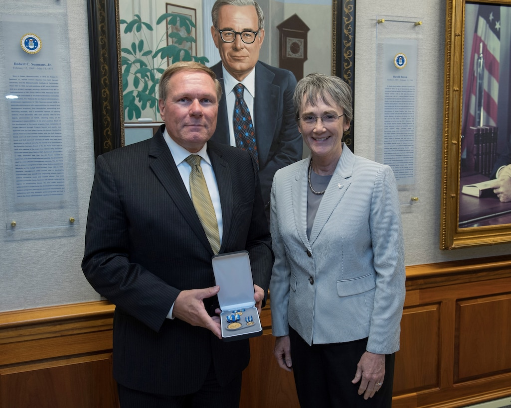 SAB Executive Committee member and former SAB Chair Dr. Werner Dahm with Hon. Heather Wilson, Secretary of the Air Force, on the occasion of his receiving of the Distinguished Public Service Award.