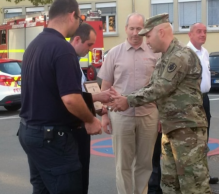 DLA Distribution Europe Commander recognizes local German firefighters
