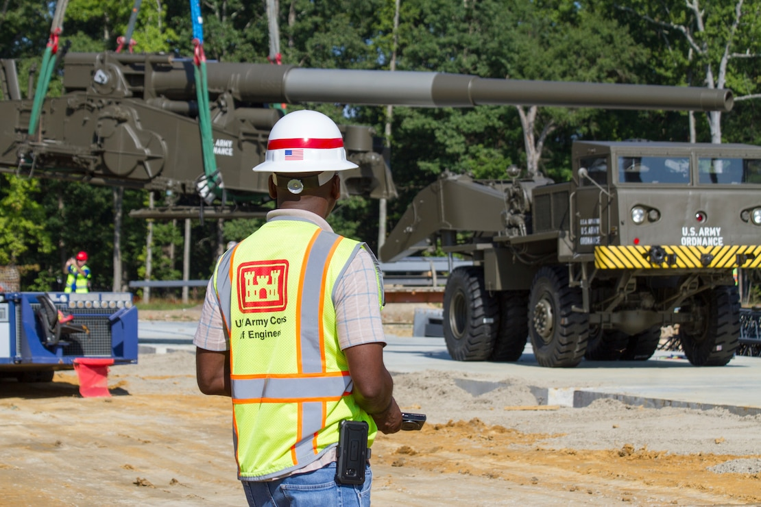 "Contractors move ""Atomic Annie"", an M65-series self-propelled artillery piece into plave at the new Ordnance Training and Heritage Center Building August 8, 2018."