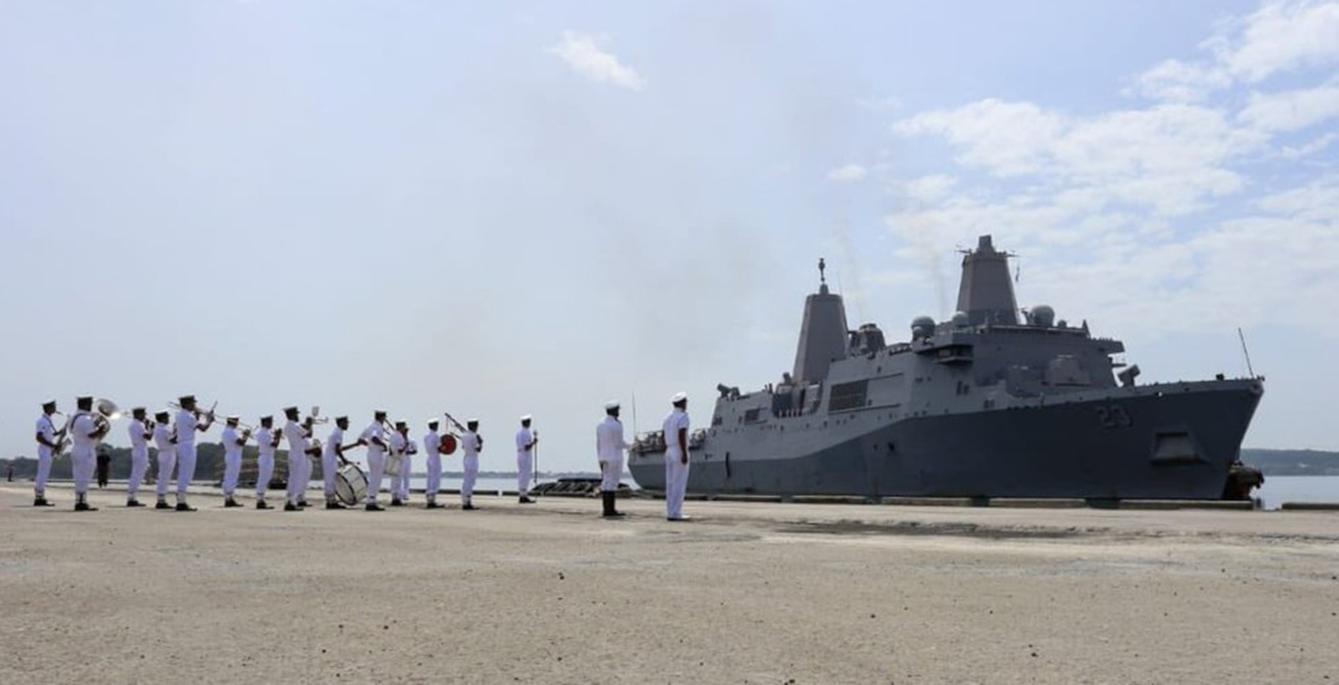 USS Anchorage arrives in Sri Lanka, 7th Fleet expands logistics services