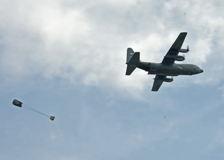 A C-130H3 Hercules aircraft from the 94th Airlift Wing conducts an airdrop at Youngstown Air Reserve Station, Ohio, Aug. 9, 2018. The airdrop was part of a drop competition that the 908th Aerial Squadron, 700th AS, and 757th AS took part in during Tac Week. (U.S. Air Force photo by Staff Sgt. Miles Wilson)