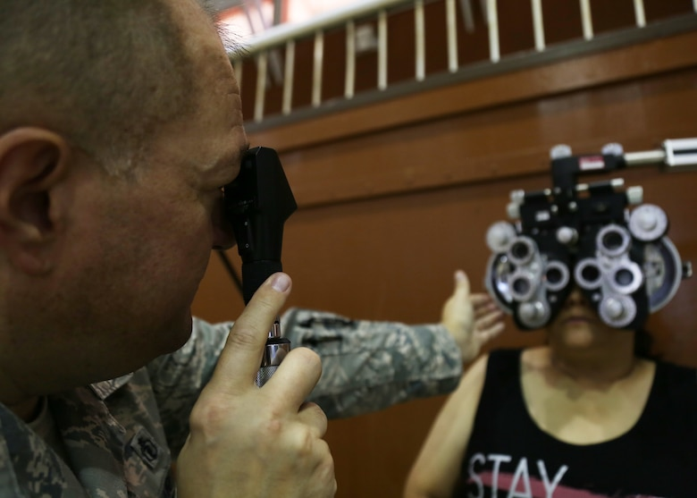 U.S. Air Force Maj. Derek Melton, an optometrist assigned to the 181st Medical Group, Indiana Air National Guard, conducts an eye exam on a patient during Tropic Care Maui County 2018, Lanai City, Hawaii, Aug. 11, 2018. (U.S. Air National Guard photo by Senior Airman Justyn M. Freeman)