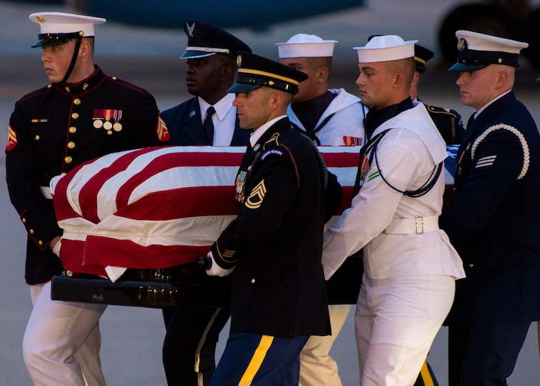 A Joint Service Arrival Team carry the flag-draped casket of Sen. John McCain at Joint Base Andrews, Md., Aug. 30, 2018. The former senator's remains are en route to lie in state in the U.S. Capitol Rotunda. (U.S. Air Force photo by Airman 1st Class Jalene Brooks)