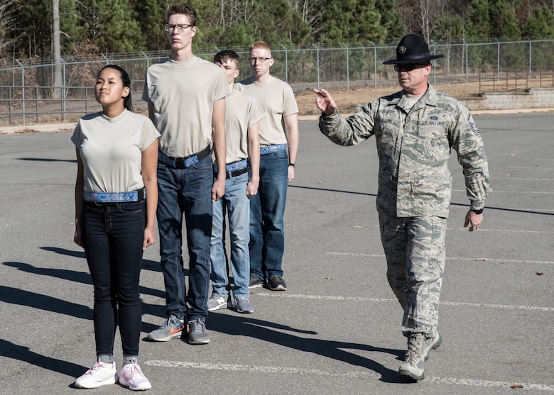 Master Sgt. Robert Elliot, 433rd Training Squadron Military Training Instructors and recruiter, trains new Air Force recruits on the proper techniques for facing movements at Little Rock Air Force Base, AR, Dec. 1, 2018.
