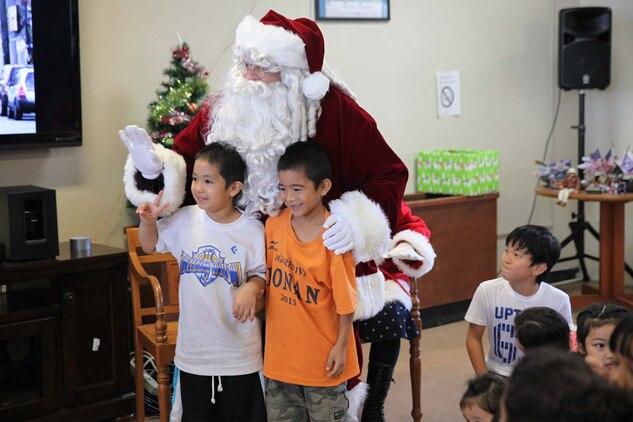 第37回クリスマスこどもの日パーティーがキャンプ・シュワブで開催される。