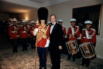 President George H.W. Bush poses with Marine Band Drum Major MSgt Gary Peterson at the annual Alfalfa Club Dinner on Jan. 31, 1987.