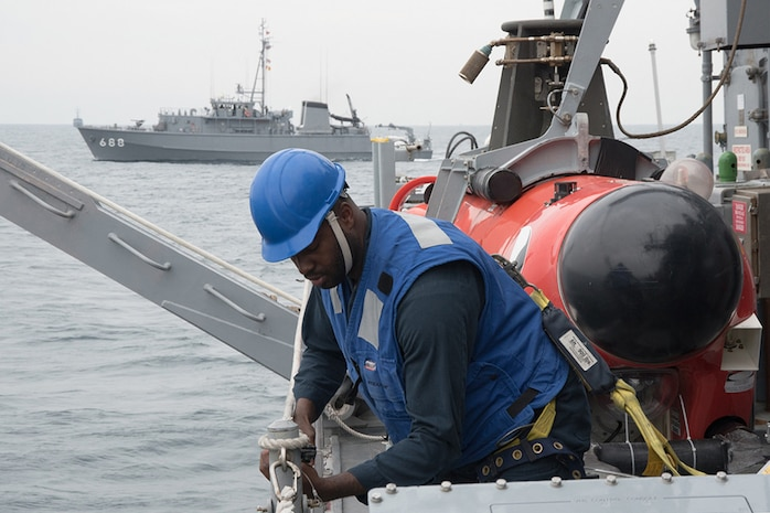 USS Chief completes mine warfare exercise with Japanese, Australian naval forces