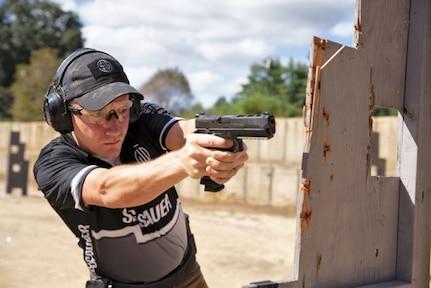 SFC Horner shoots M17 around a barricade.