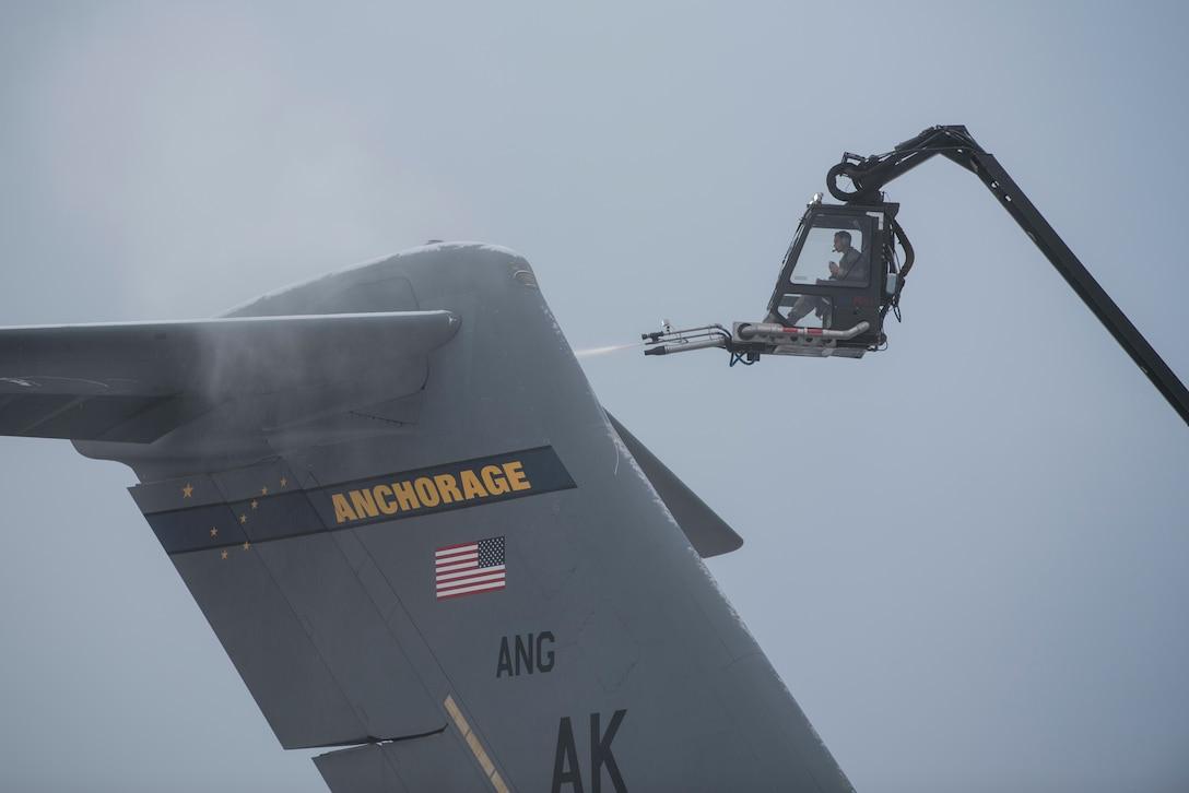 Deicing a C-17
