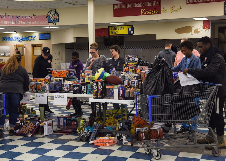 Dyess Marines, Airmen bring cheer with Toys for Tots