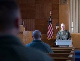 U.S. Air Force Chaplain (Capt.) Keith Beckwith, 133rd Chaplain Corps, leads a protestant service in St. Paul, Minn., Nov., 11, 2018.