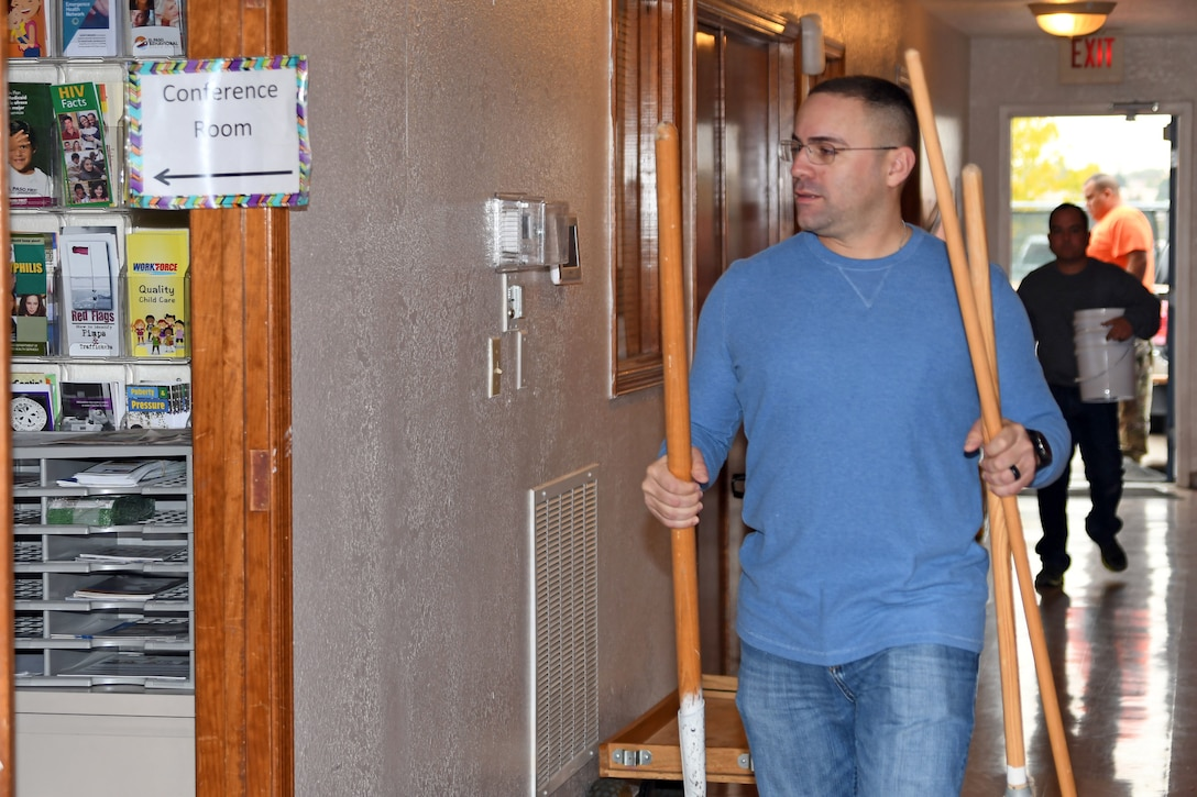 210th RSG Soldiers volunteer to restore, renovate El Paso children's shelter