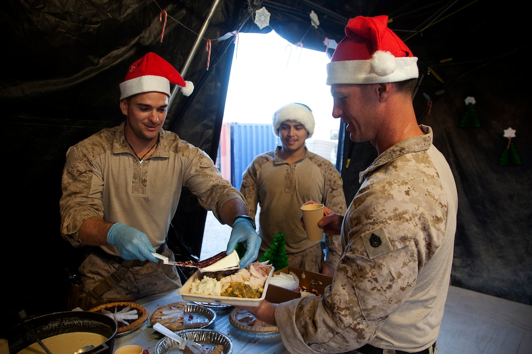 Deployed troops eat Christmas dinner.