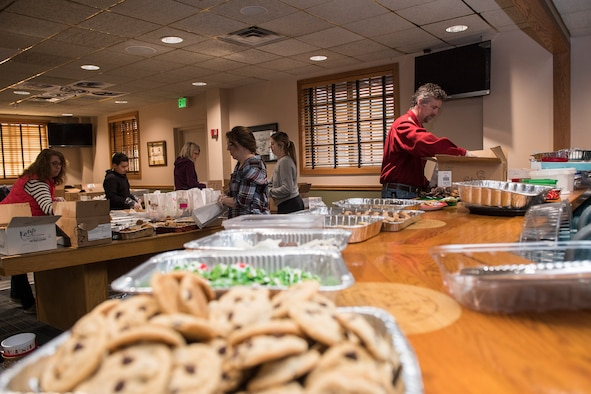 Team Minot delivers cookies to Airmen