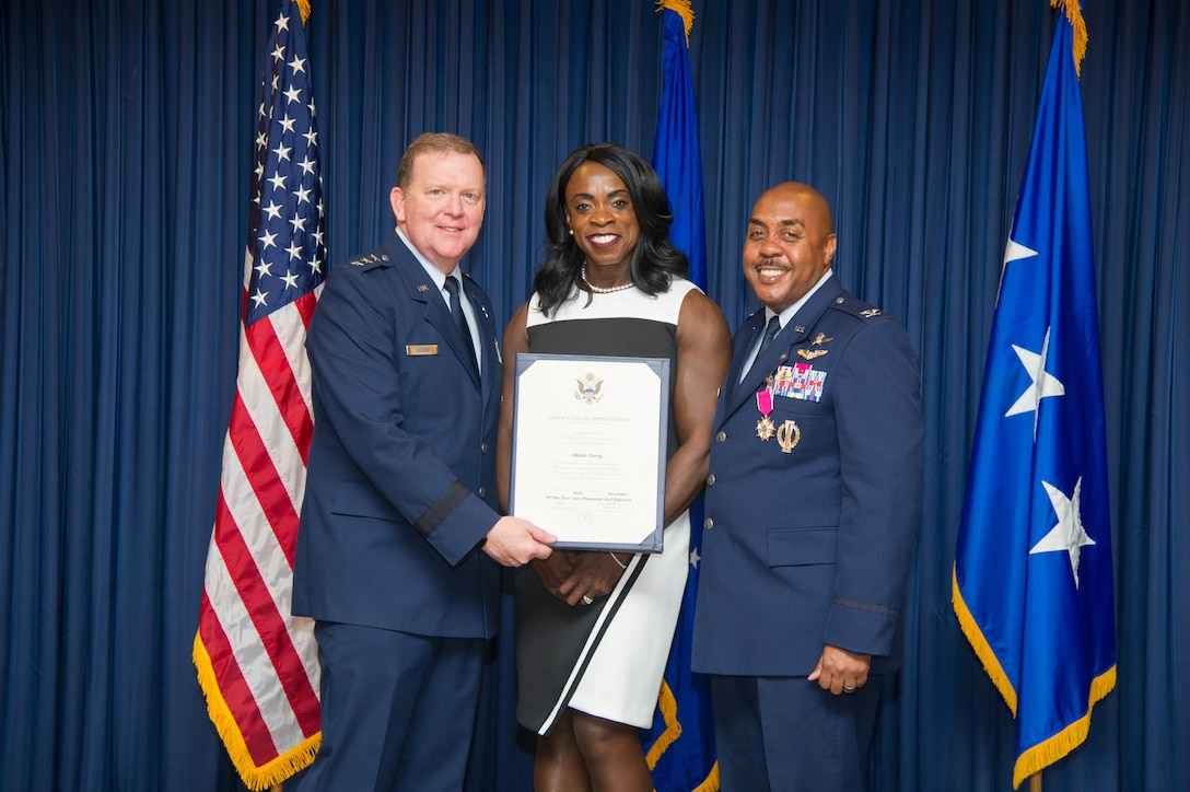 Lt. Gen. Richard Scobee, Commander, Air Force Reserve Command and Chief, Air Force Reserve, presents Mrs. Olivia Terry with certificate of appreciation, Friday, December 14, at Naval Air Station Fort Worth Joint Reserve Base, Texas,