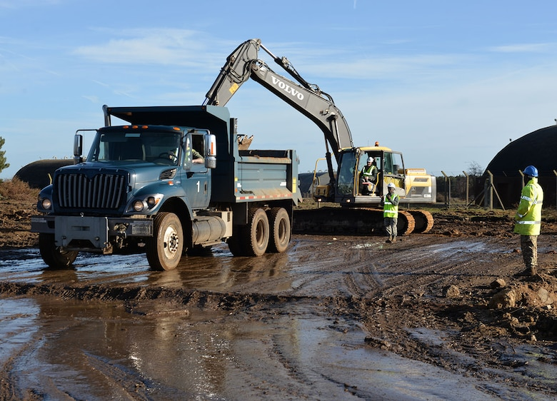 Monroe Truck Equipment >> USAF, British Army engineers dig dirt, develop interoperability > Royal Air Force Mildenhall ...